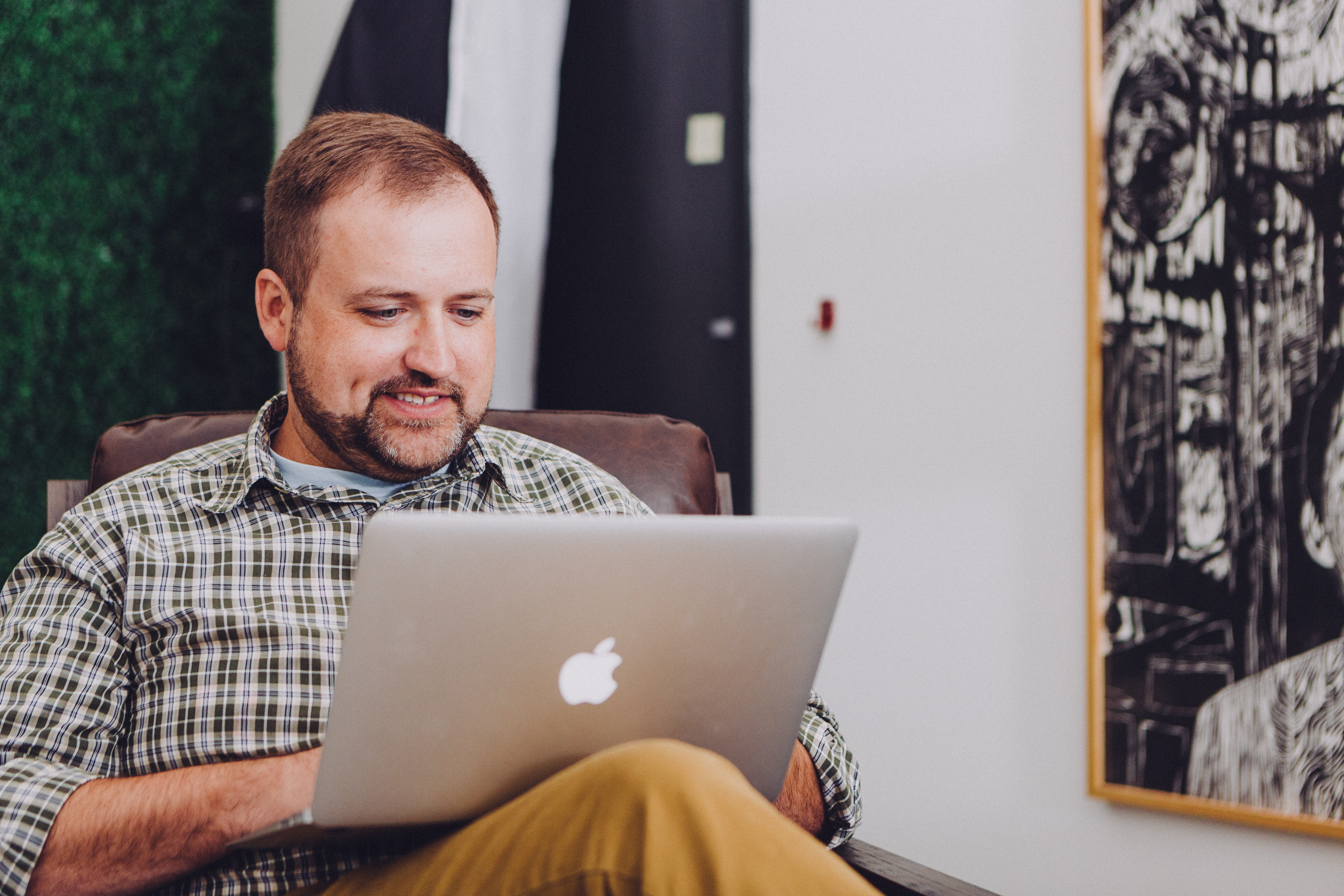 man talking to an online therapist on the computer during an online therapy session